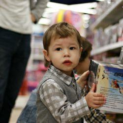 Дети и покупки: как не сформировать у ребенка потребительское отношение к родителям